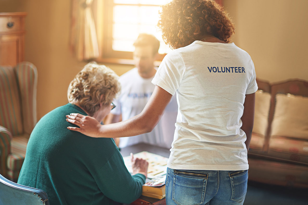 Cloudwyze partnership with local United Way Cape Fear region volunteers helping senior citizen